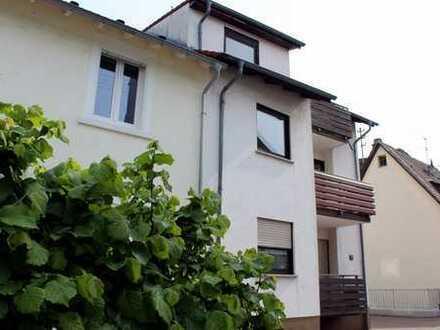 Gesuchtes Zweifamilienhaus mit Hoffläche und Garage in Hirschberg-Großsachsen