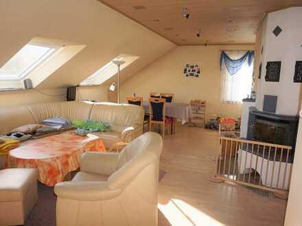 DG-Wohnung, 3 Zimmer KB, Hanglage mit direktem Zugang zur Terrasse, Garten und Gartenhaus