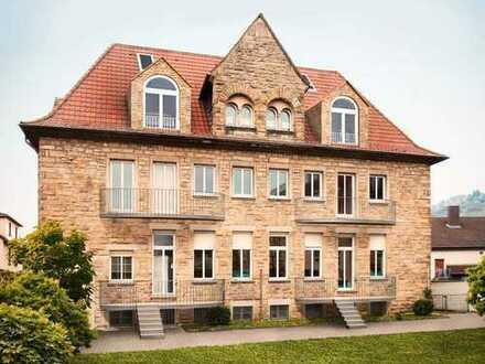 Altbauwohnung im Hochparterre mit Balkon und Gartenanteil - Erstbezug