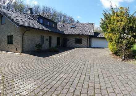 Schöne, helle, geräumige drei Zimmer DG-Wohnung, gehoben, zwei Bäder, in Frömern, Fröndenberg/Ruhr