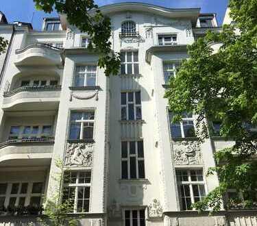Ruhige vermietete Altbauwohnung, Denkmalschutz, 2-Zi, 4 OG, Balkon, Lift Option