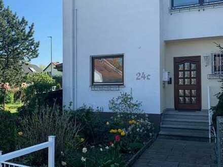 Vollständig renoviertes Reihenendhaus mit sieben Zimmern und Einbauküche in Hagenbach, Hagenbach