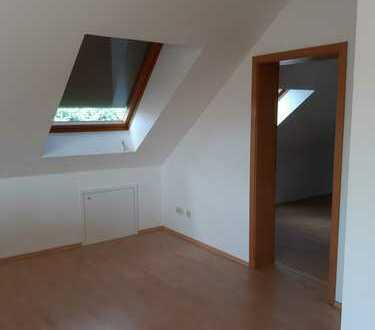 Lichtdurchflutete 2-Zimmer-Dachgeschosswohnung mit Balkon und EBK in Rülzheim