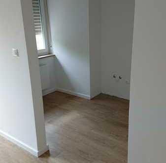 Erstbezug nach Sanierung: exklusive 1-Zimmer-Wohnung mit Einbauküche und Balkon in Gersthofen
