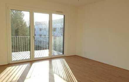 Lichtdurchflutete Neubau-Wohnung mit EBK und Balkon