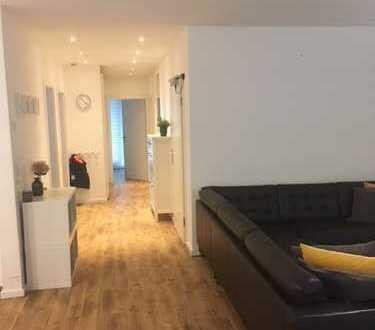 Neuwertige 4-Zimmer-Wohnung mit Balkon, Garten und Einbauküche