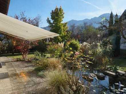 Lichtdurchflutete Wohnung mit herrlichem Garten, Teich und Bergblick, Nähe Salzburg
