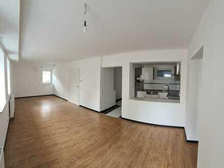 Neuwertige 2,5-Zimmer-Erdgeschosswohnung mit EBK in Uhlbacherstr., Stuttgart-Uhlbach