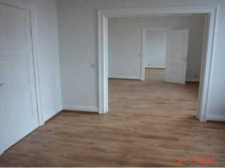 Großzügige 6 Zimmer Wohnung