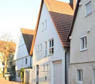 Schönes Stadthaus mit Terrasse und Garage