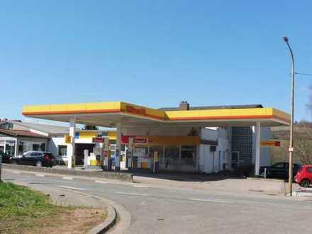 Dreifamilienhaus vermietet und eine Tankstelle verpachtet an einer hoch frequentierter Straße