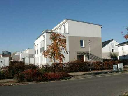 Doppelhaushälfte mit kleinem Garten als Zweitbezug inkl. zwei Stellplätzen und EBK