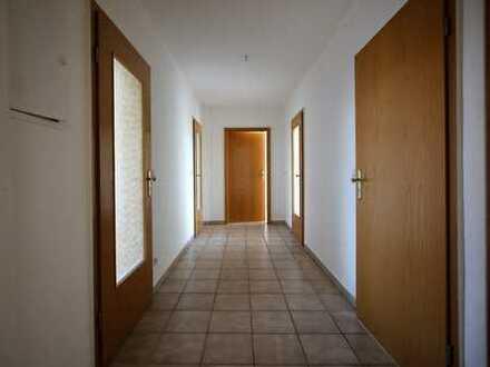 frisch renovierte 3-Zimmer Wohnung im Dachgeschoss