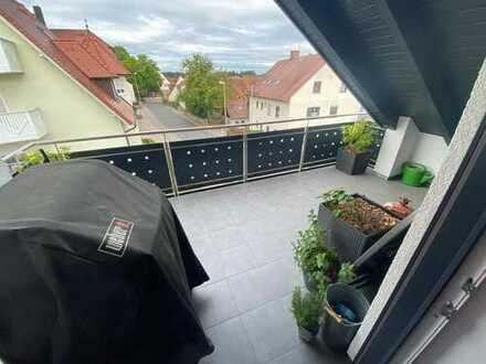 Stilvolle, neuwertige 3,5-Zimmer-Wohnung mit Balkon und Einbauküche in Erlangen