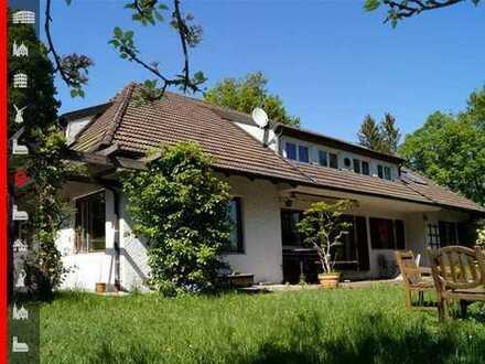 Klassische Walmdachvilla auf ca. 3.500 m² großem Grundstück