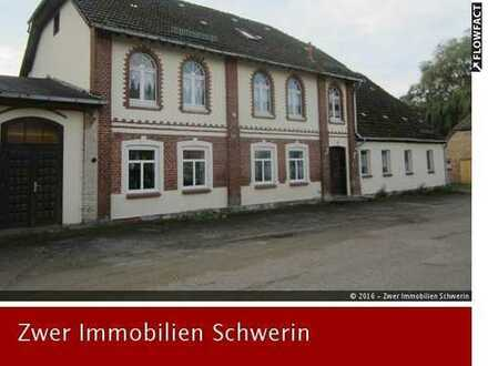 Mehrfamilienhaus und Einfamilienhaus mit Garten bei Reiterhof und Seen in Below nahe Stadt Goldberg
