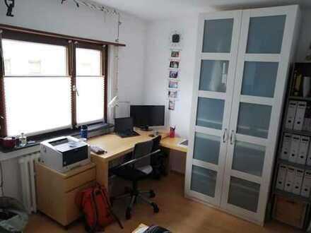 Schönes 12qm Zimmer, große Küche + Wohnzimmer in Kirchheim