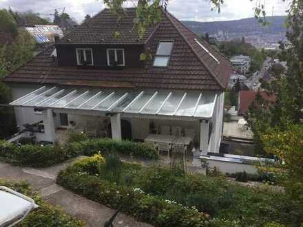 70192 S-Killesberg: 2-Zi.-DG-Whg. EBK, Tageslichtbad, fantastischer Blick, kein Balkon