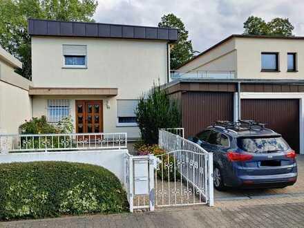Schönes Haus mit Kamin, Garten und Einliegerwohnung in sehr guter Lage