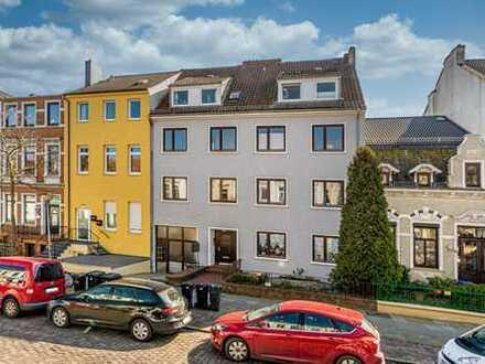 Exklusive, voll möbliert, vollständig renovierte 3-Zimmer-Wohnung mit Balkon und EBK in Bremen