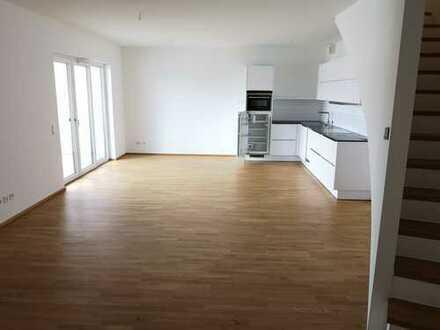 Lichtdurchflutete 4 Zimmer Maisonette-Wohnung mit offener Küche