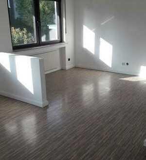 Schöne helle 4-5 Zimmerwohnung auf zwei Etagen mit riesiger Terrasse