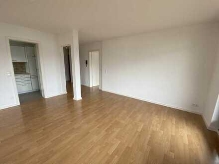 Modernisierte 4 Zi-Wohnung mit 2 Balkonen, Einzelgarage und Hobbyraum mit Sicht auf die Weinberge
