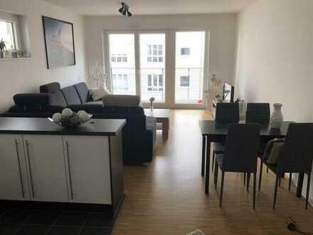 Geschmackvolle 4-Raum-Wohnung mit zwei Balkonen und Einbauküche in Frankfurt am Main