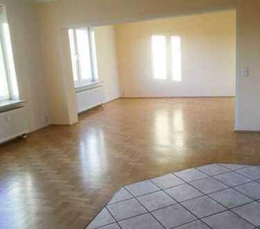 Gepflegte und moderne 3-Zimmer-Wohnung mit EBK in Falkensee