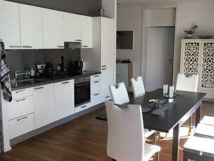 Geschmackvolle und geräumige Wohnung mit zwei Zimmern sowie Balkon und EBK in Heitersheim