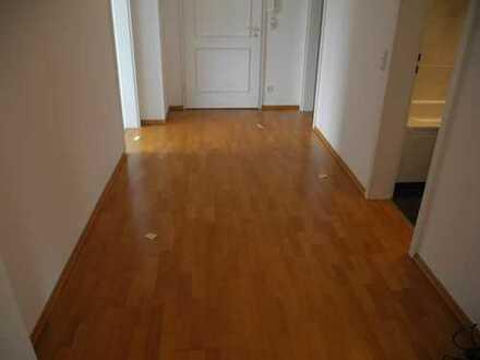 Gepflegte 2-Zimmer-Wohnung mit Balkon und Einbauküche in Solln, München