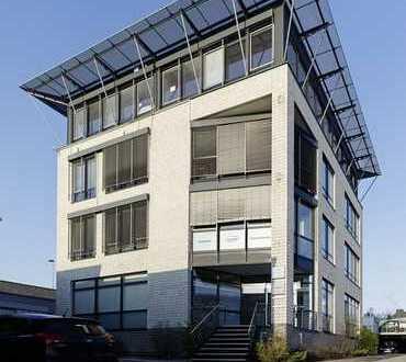 172 m² helle und großzügige Büroetage mit 7 ZKD 2xWC zuzügl. Aktenlager am Grünen Weg zu vermieten.