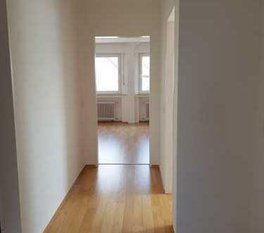 Do-Berghofen, renovierte, helle 3-Zimmer-Dachgeschosswohnung mit zwei Bädern