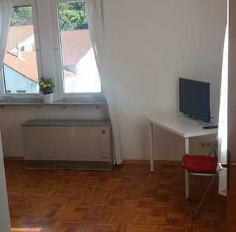 Vollmöbliertes Zimmer mit privatem Balkon, in 3er WG in der Altstadt Gernsbach
