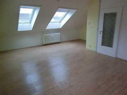 Sanierte 3 Raum-Dachgeschosswohnung mit optionaler Einbauküche in Brühl