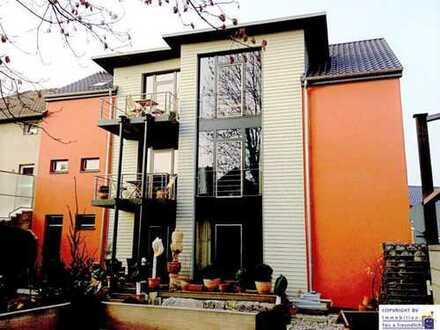 Exklusive und hochwertige Erdgeschosswohnung mit Gästehaus und Garten