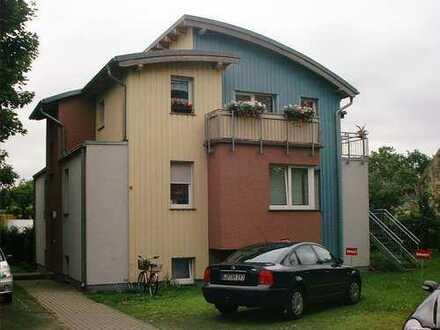 2-Zimmer-Dachgeschosswohnung mit drei Balkone in Berlin-Mahlsdorf/Süd