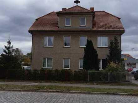 Vollständig renovierte 2-Zimmer-EG-Wohnung mit EBK in Tornow