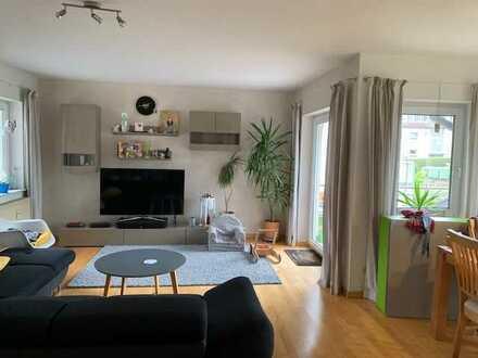 Helle 3 Zimmer Wohnung mit EBK, Balkon, Hobbyraum und 2 KFZ-Aussenstellplätze