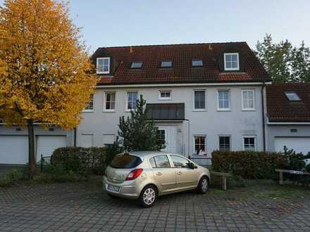 Randlage! Vermietete 3-Zi. EG-Wohnung (ca. 73 m² Wohn-/Nutzfläche) inkl. Garage und Parkplatz!