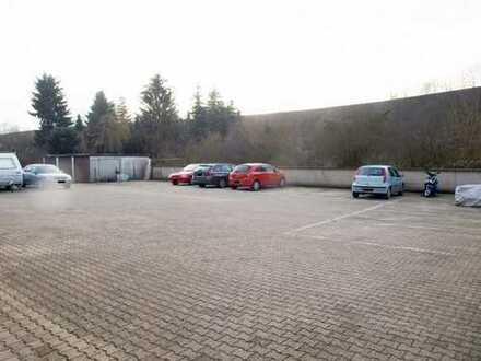 4 x PKW Außen-Stellplatz! Im sicheren Hinterhof gelegen, gut angebunden in alle Richtungen