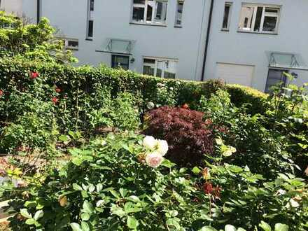 """BA Stadtmitte: Rosengarten mit großzügiger 3-Zimmerwohnung sucht Mieter*in mit """"grünem Daumen"""""""