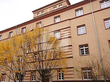 //Schöne 3 Zimmerwohnung mit großer Loggia und Tiefgaragenstellplatz im Anhalter Carré//