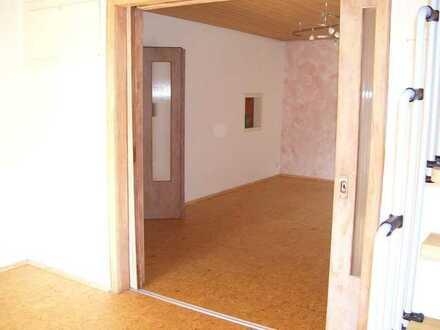 Erschwingliche und gepflegte 5-Zimmer-Wohnung mit Einbauküche und Balkon in Kindsbach