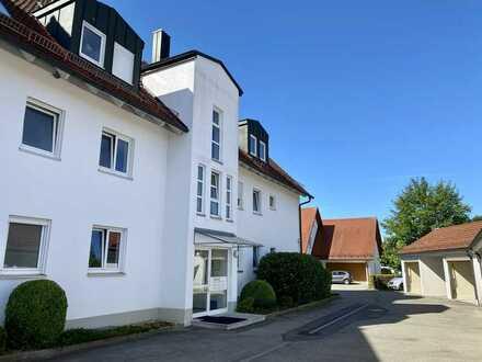 Gepflegte Wohnung mit fünf Zimmern sowie Balkon und Einbauküche in Ichenhausen