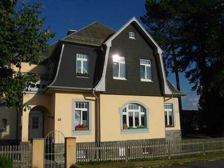 Modernisierte Maisonette-Wohnung mit zwei Zimmern und Terrasse + Balkon in Oelsnitz