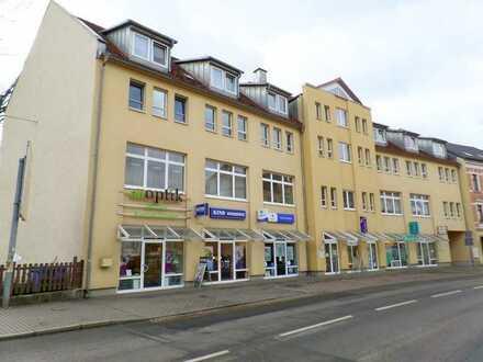 Kleine Gewerbeeinheit mit Schaufensterfront an der Hauptstraße
