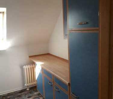 Gepflegte DG-Wohnung mit zweieinhalb Zimmern und EBK in Birkenfeld
