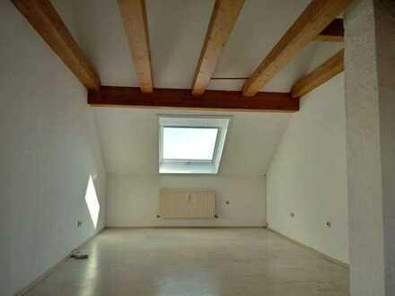Moderne, helle Dachgeschosswohnung - sofort bezugsfrei!
