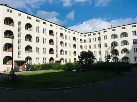 Helle 2-Zi-Wohnung mit Loggia und Balkon in Barmbek-Süd